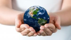 hand-globe-blurring